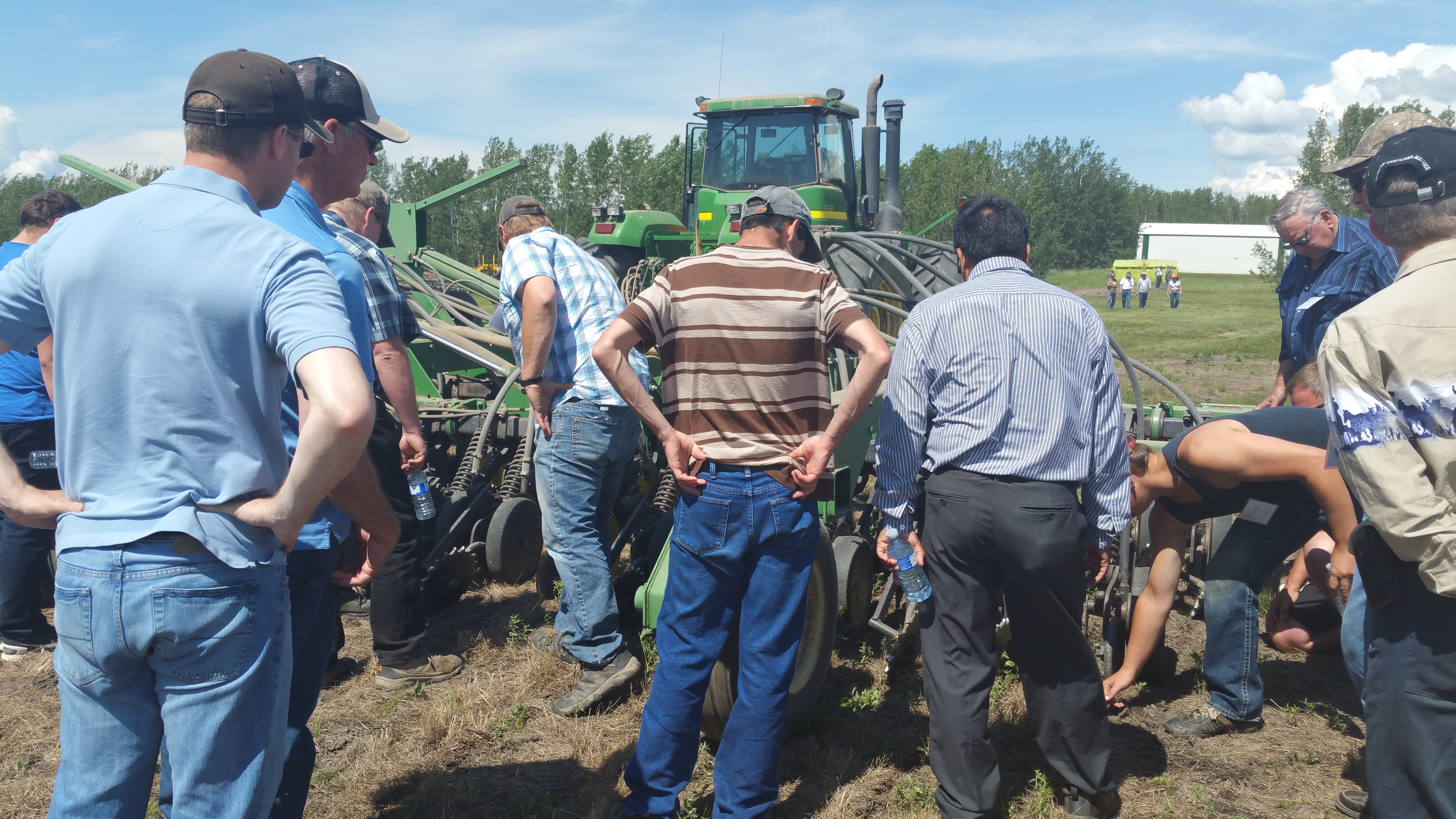 Demo of Reuben Loewen's JD 7377 no-till drill